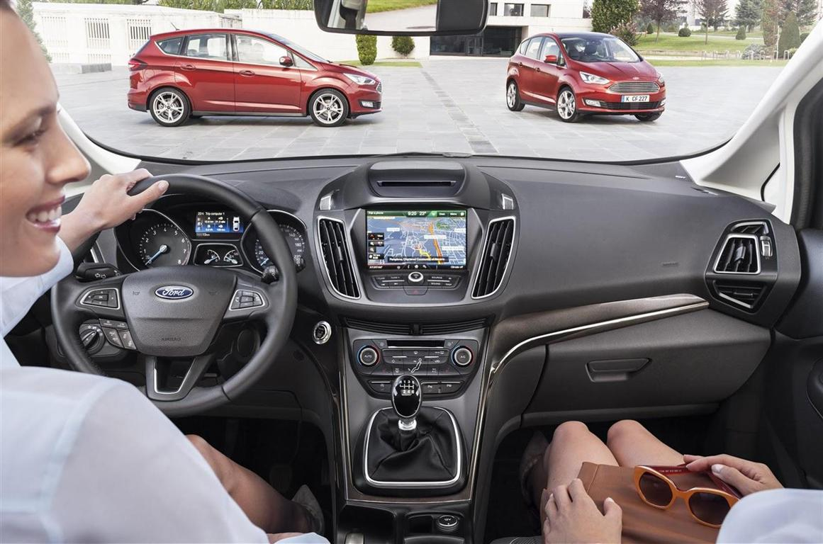 2017 Ford CUV interior