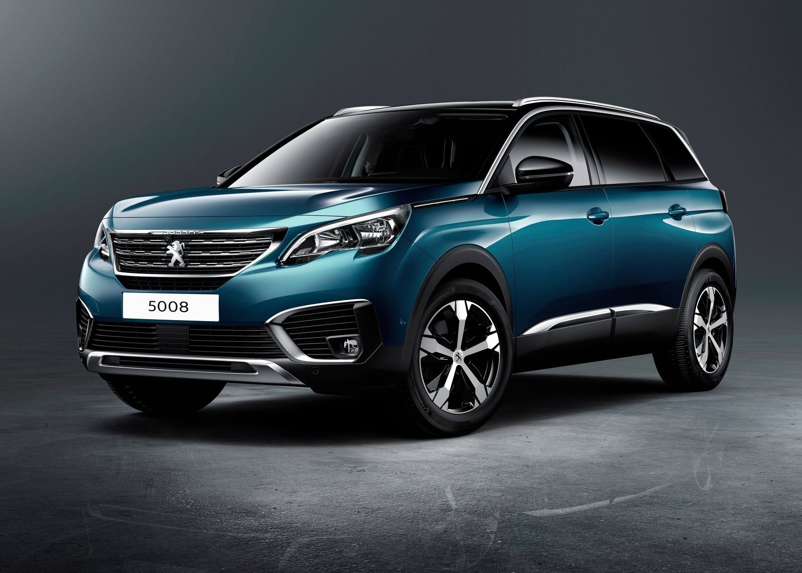 2017 Peugeot 5008 Front angle