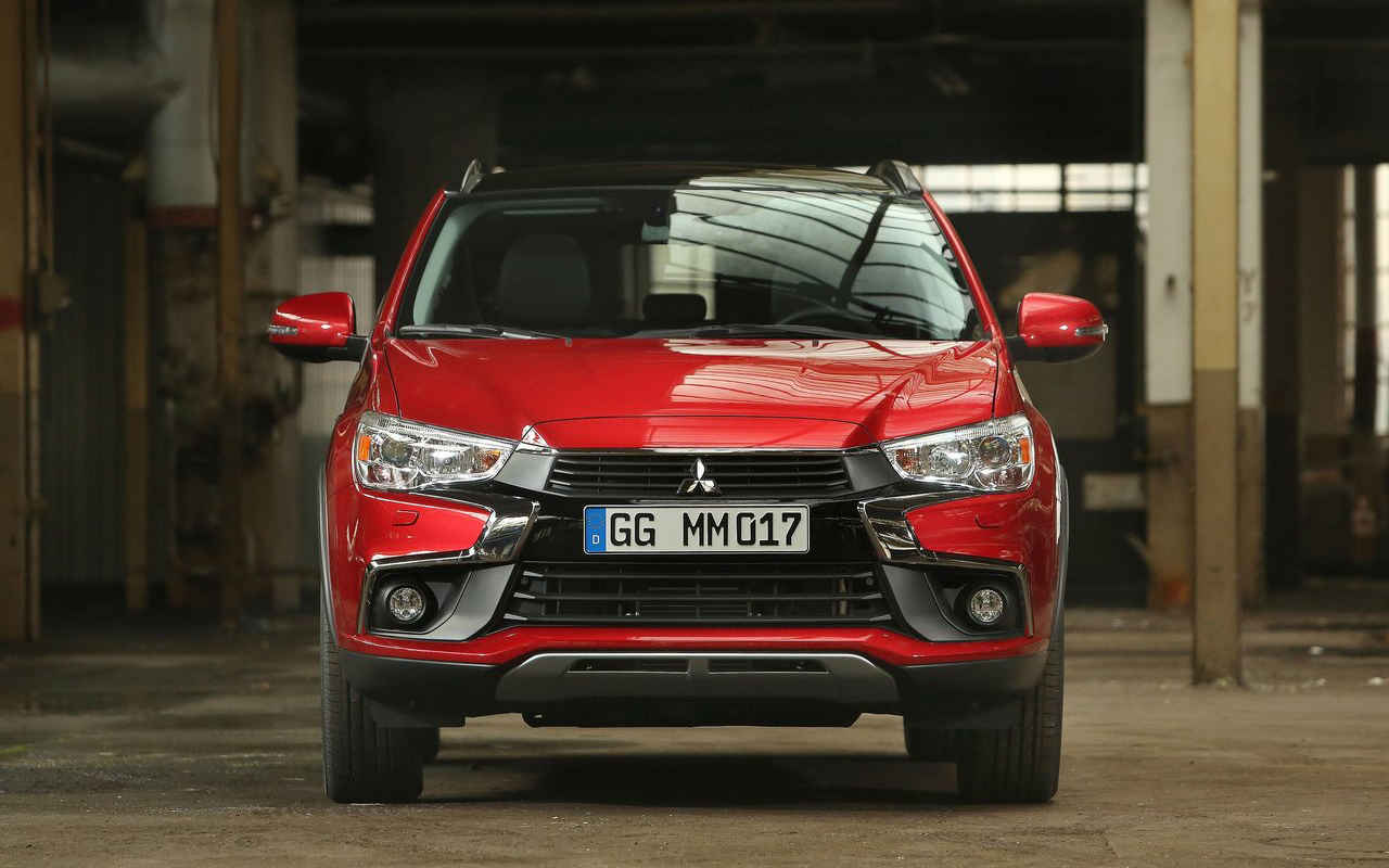 2018 Mitsubishi Outlander red color