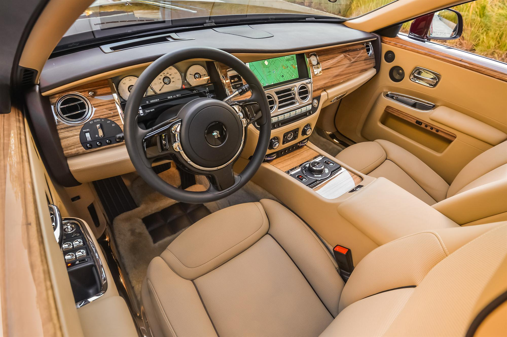 2018 Rolls Royce SUV interior photo