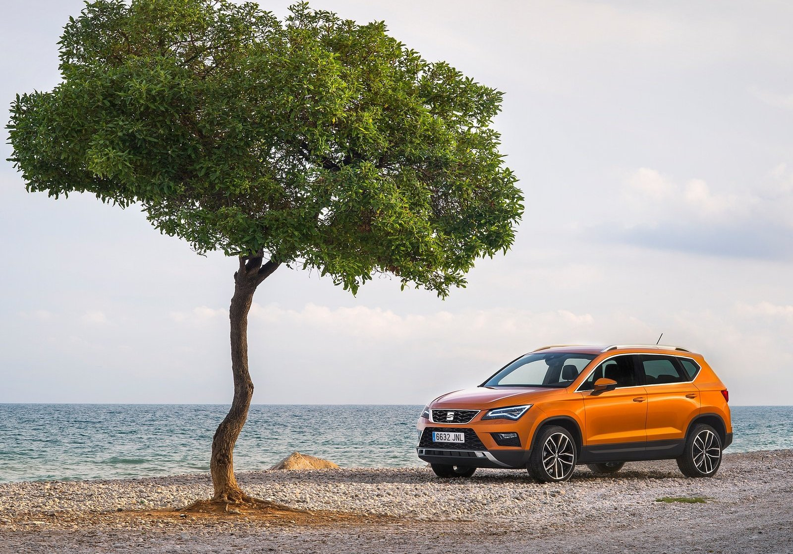 2018 Seat Ateca images HD Orange color