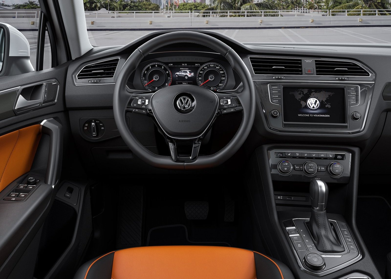 2018 VW Tiguan interior photo
