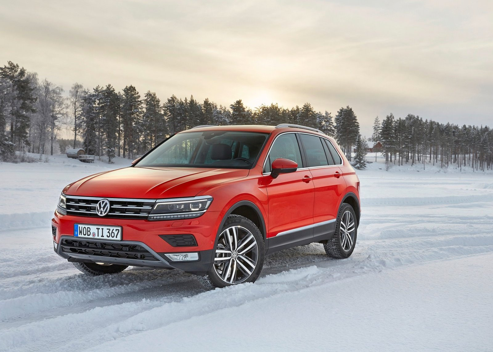 2018 VW Tiguan red color review photo