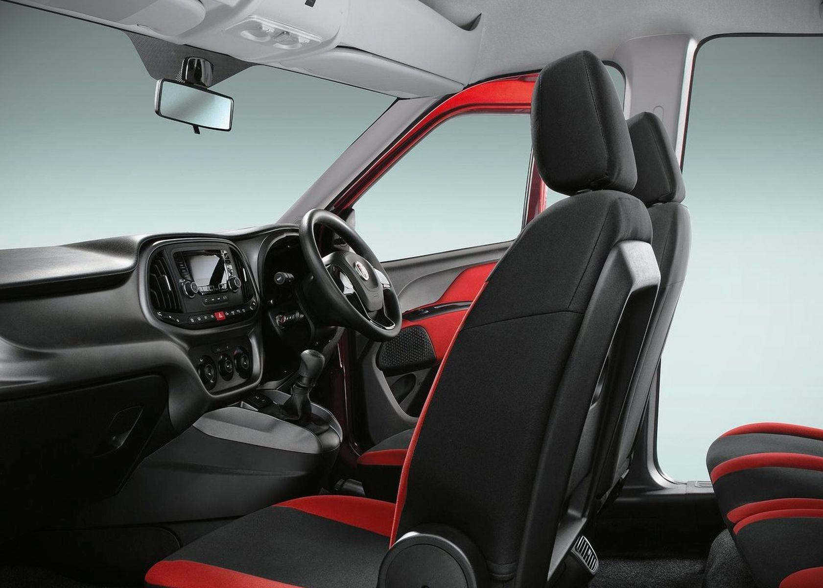 2017 Fiat Doblo interior review