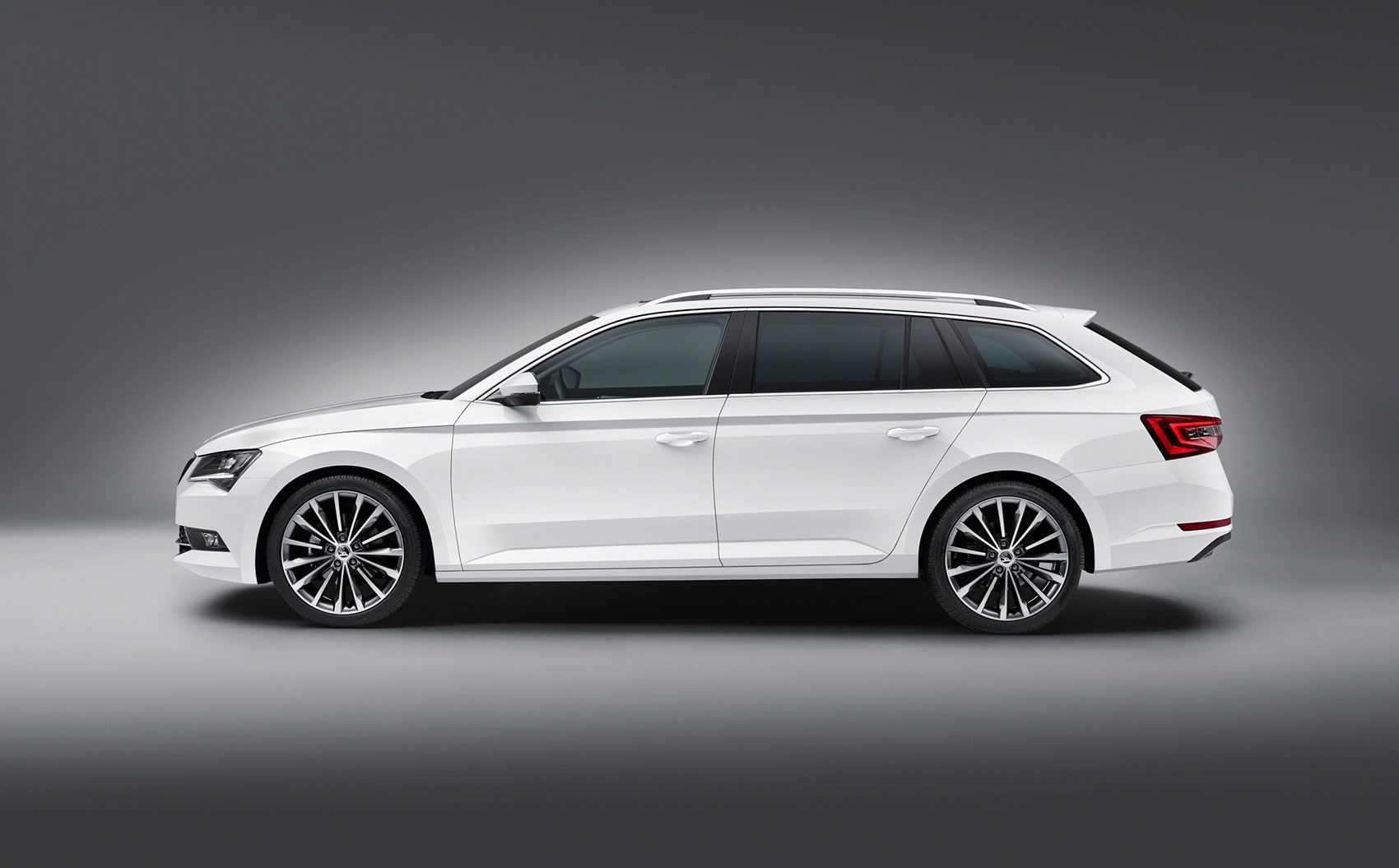 2017 Skoda Superb wagon dimensions