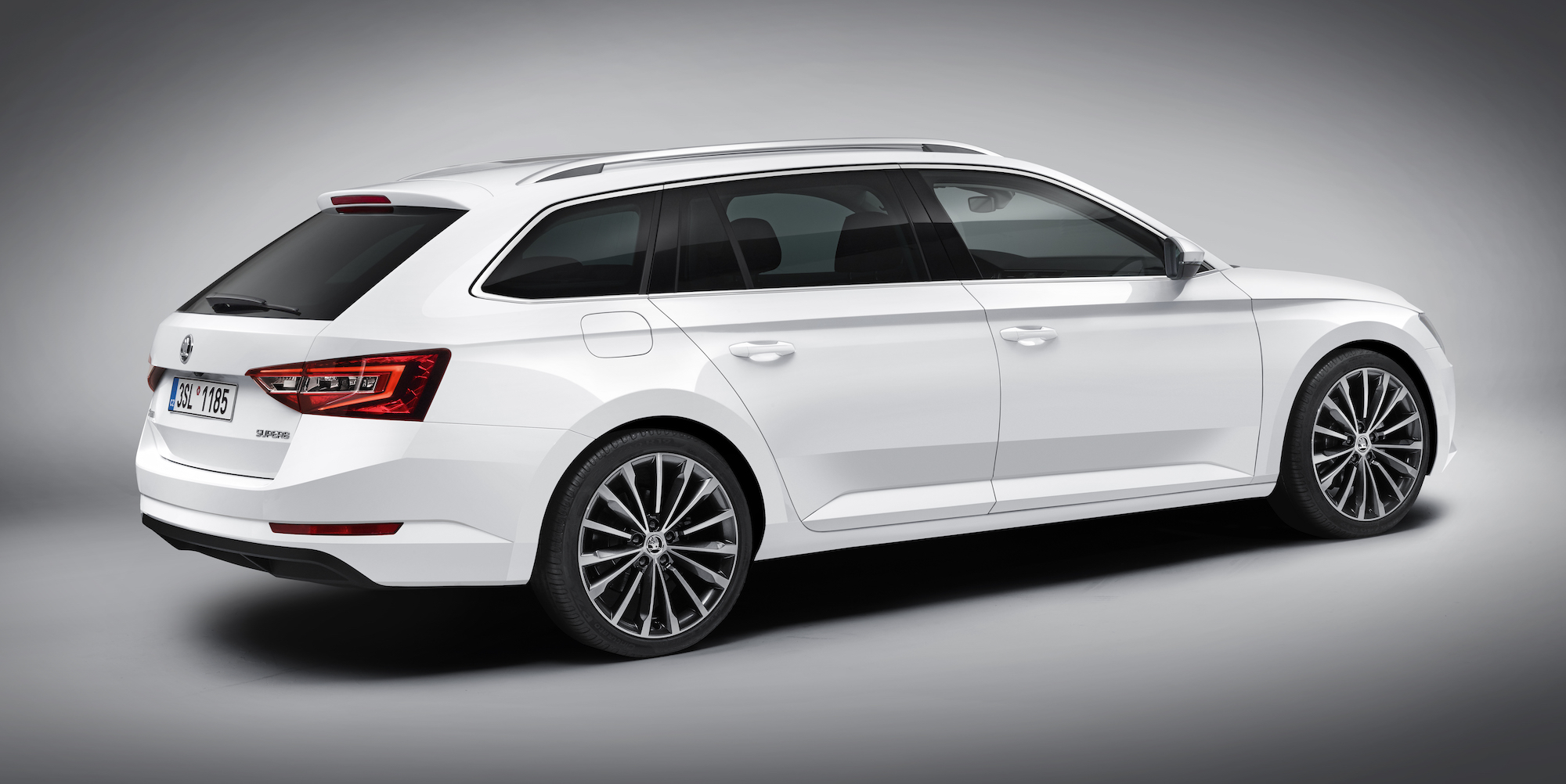 2017 Skoda Superb wagon lenght