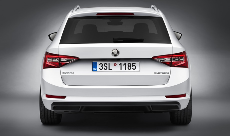 2017 Skoda Superb wagon reviews