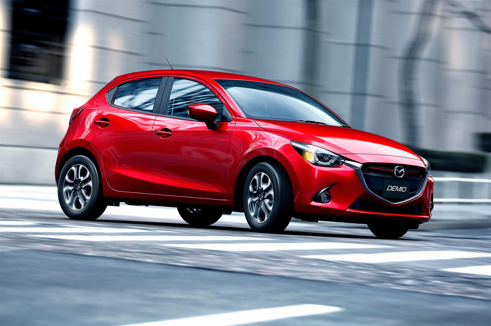 2018 Mazda 2 transmission trims