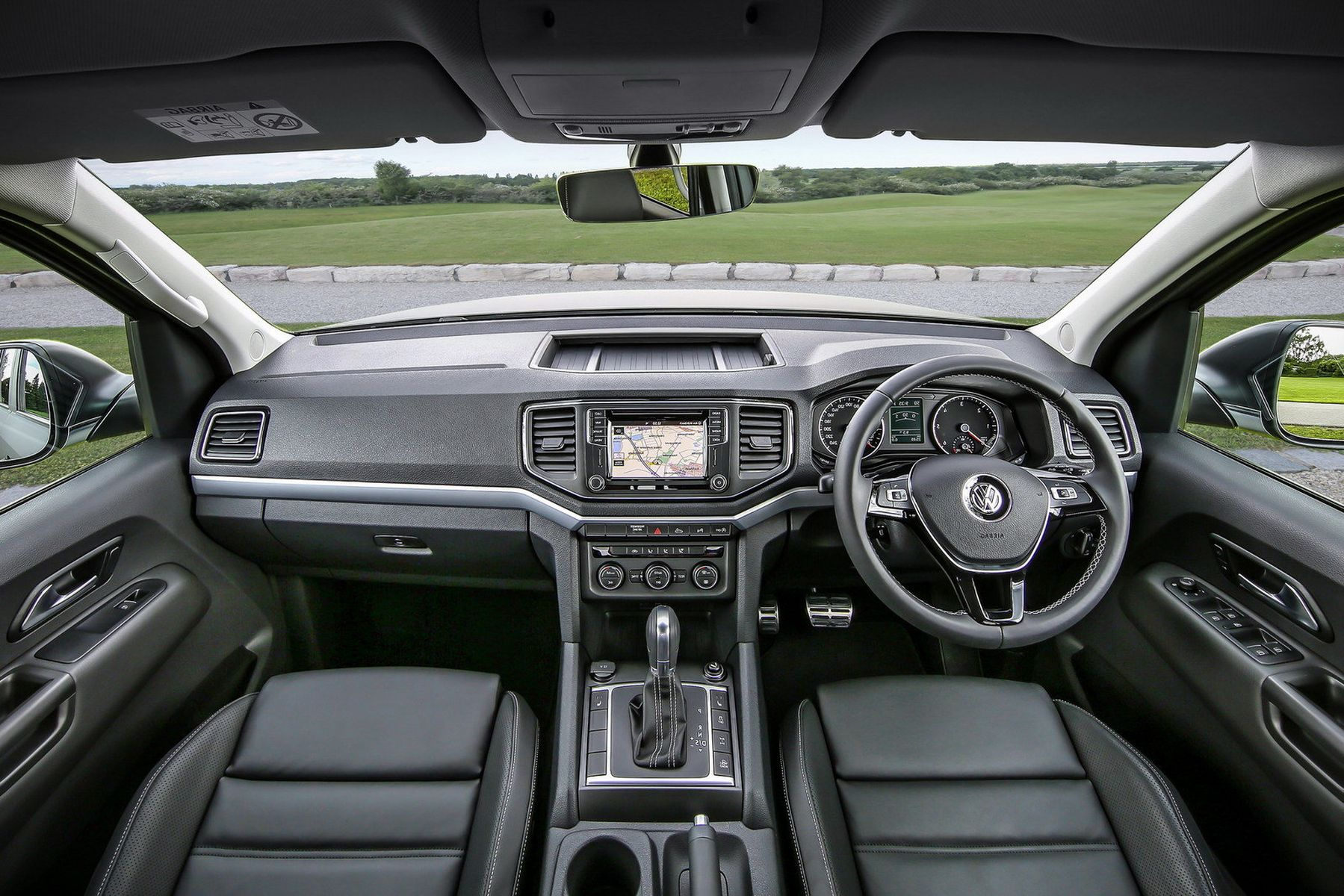 2018 Volkswagen Amarok interior photos