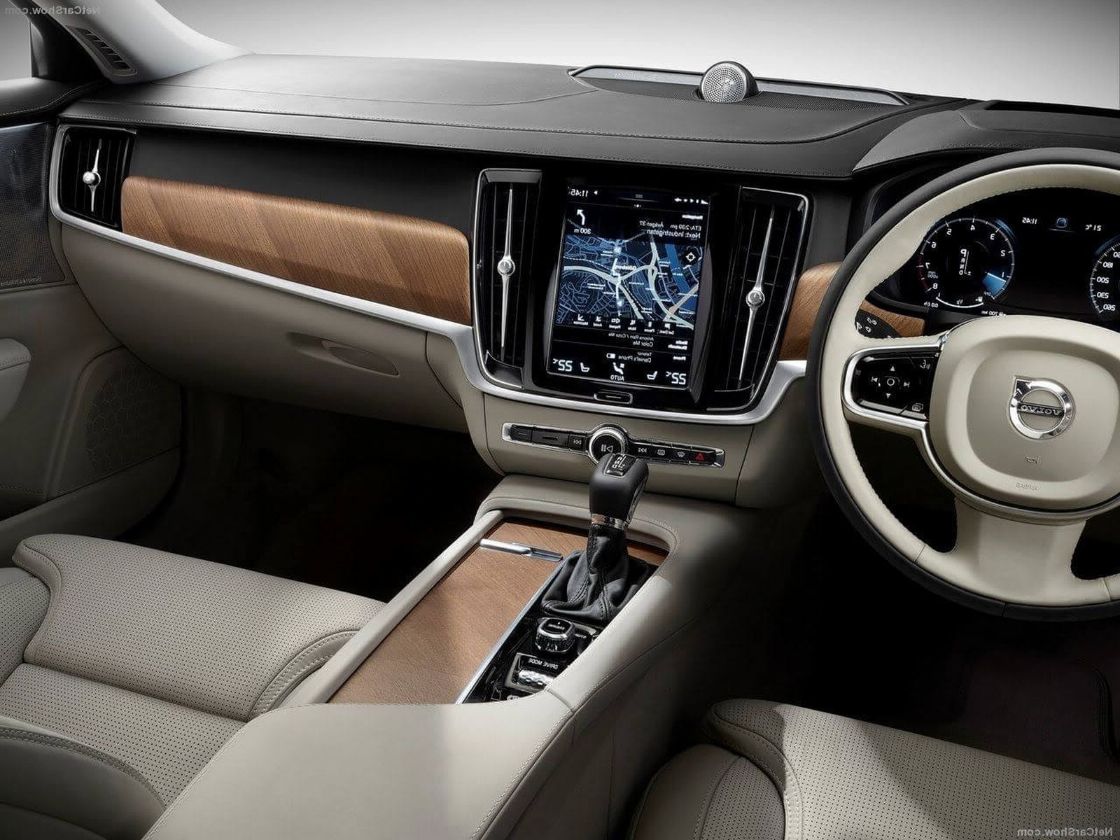 2018 Volvo XC90 interior features