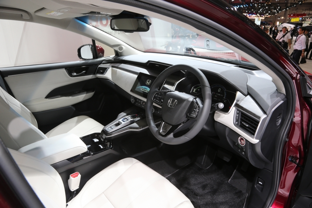 2018 Honda FCX Clarity Interior and Exterior Pictures