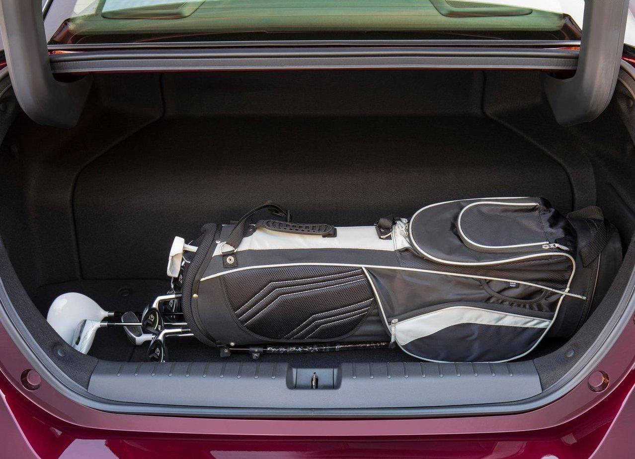 2019 Honda Clarity Fuel cell Trunk Space