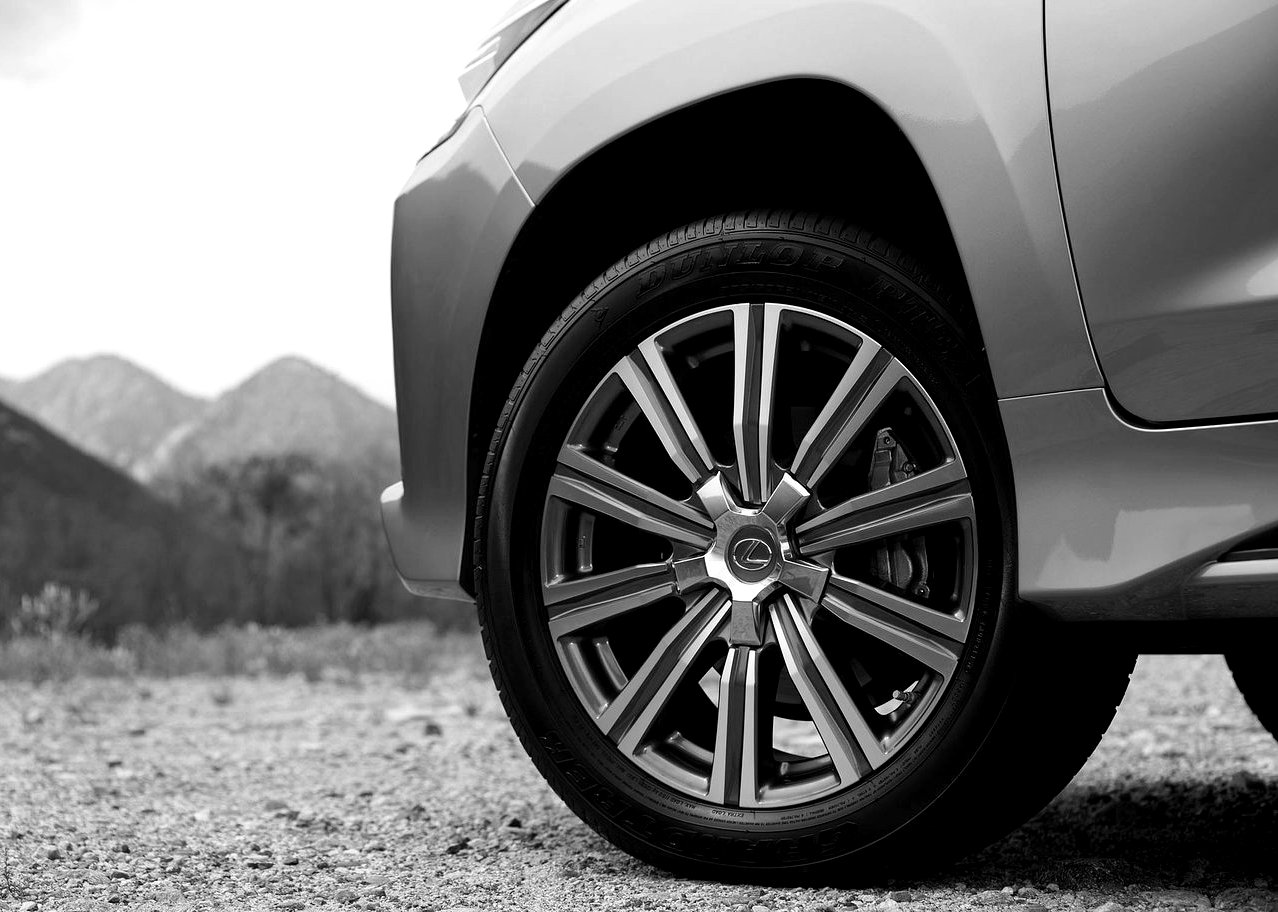 2019 Lexus LX 570 Tire wheel Size
