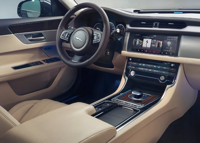 2019 Jaguar XF Sportbrake Interior Feature VS A6 Avant