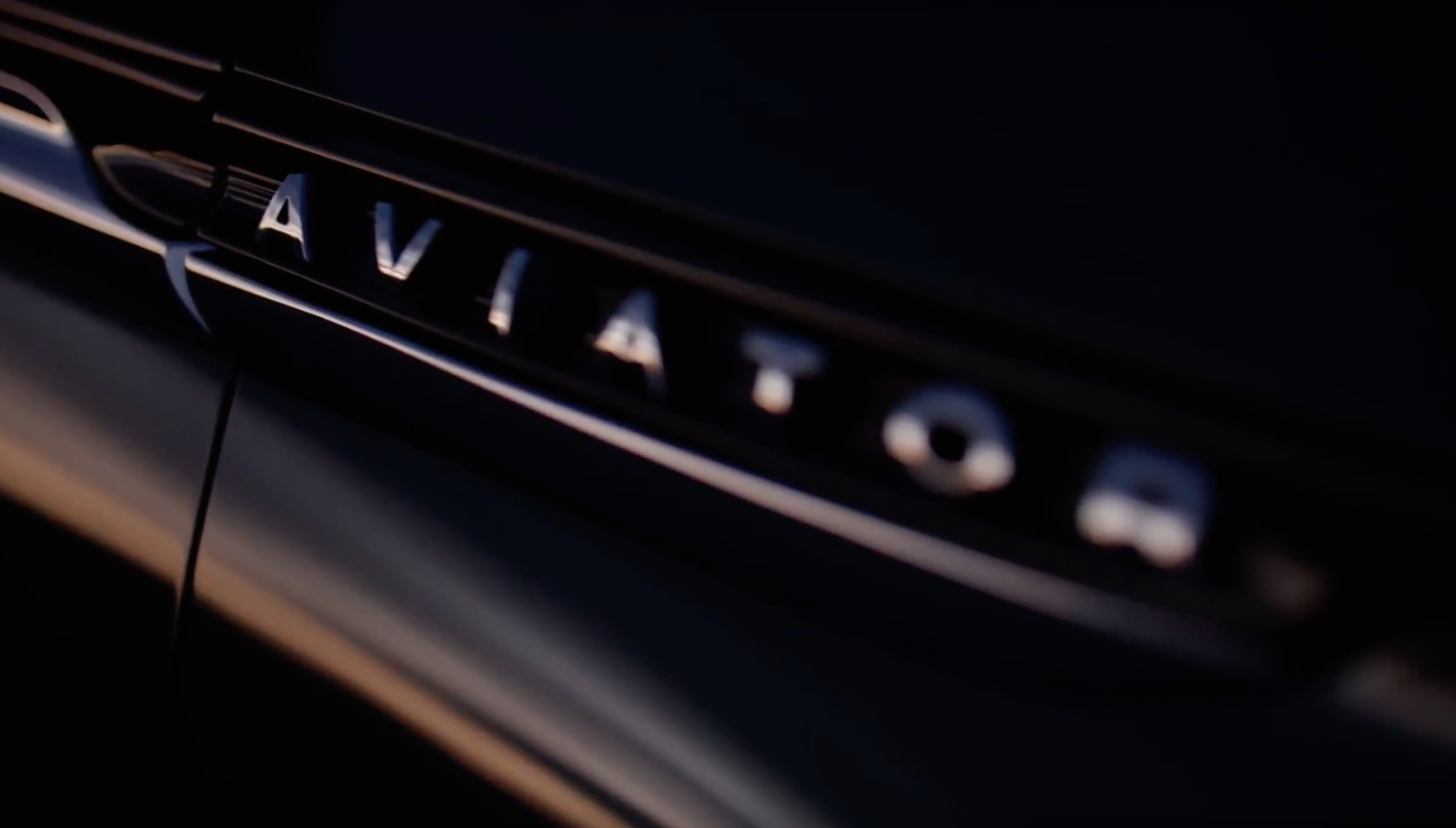 2020 Lincoln Aviator Teaser Images