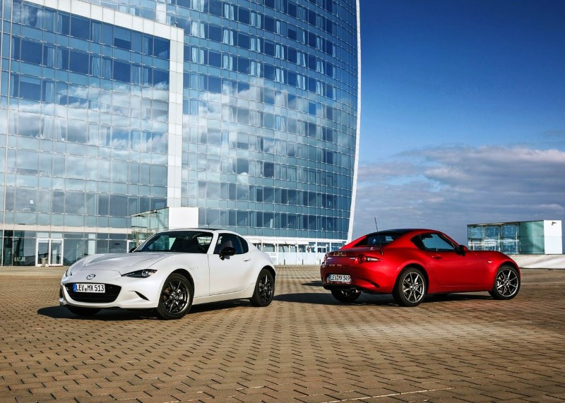 2020 Mazda MX-5 RF Review - Performance & Fuel Economy